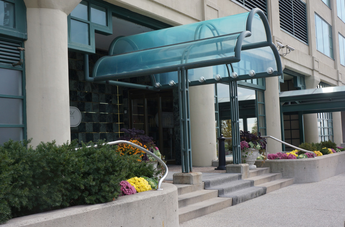 Queen's Quay Residences entrance